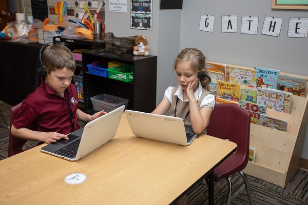 1st graders with Chromebooks
